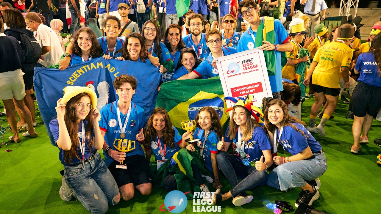 Estudantes brasileiros brilham em torneio de robótica no Líbano