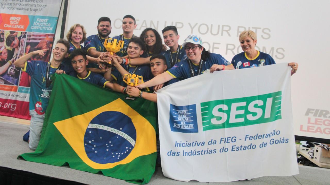 Estudantes que criaram o chiclete de pimenta para astronautas vencem Aberto de Robótica nos Estados Unidos