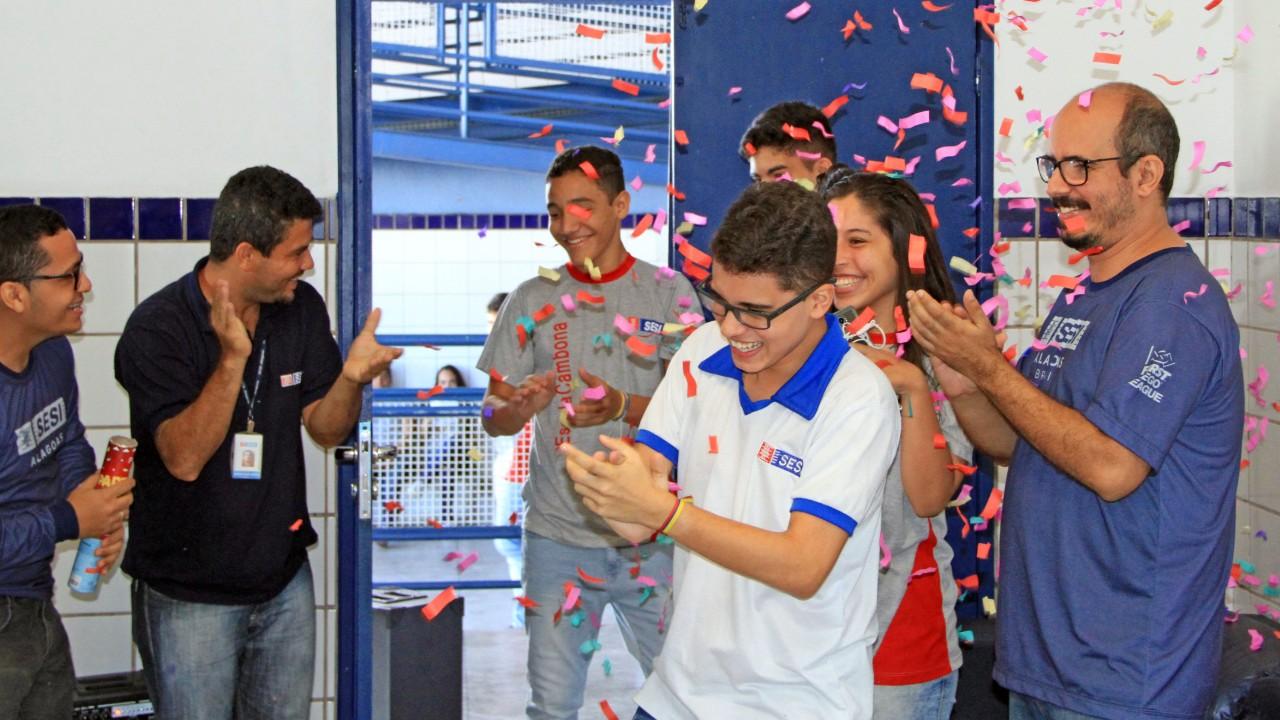 SESI homenageia campeões internacionais de robótica