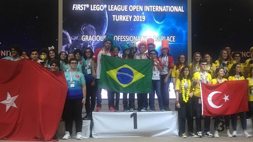 Alunos do SESI de São Paulo são premiados em torneio de robótica na Turquia
