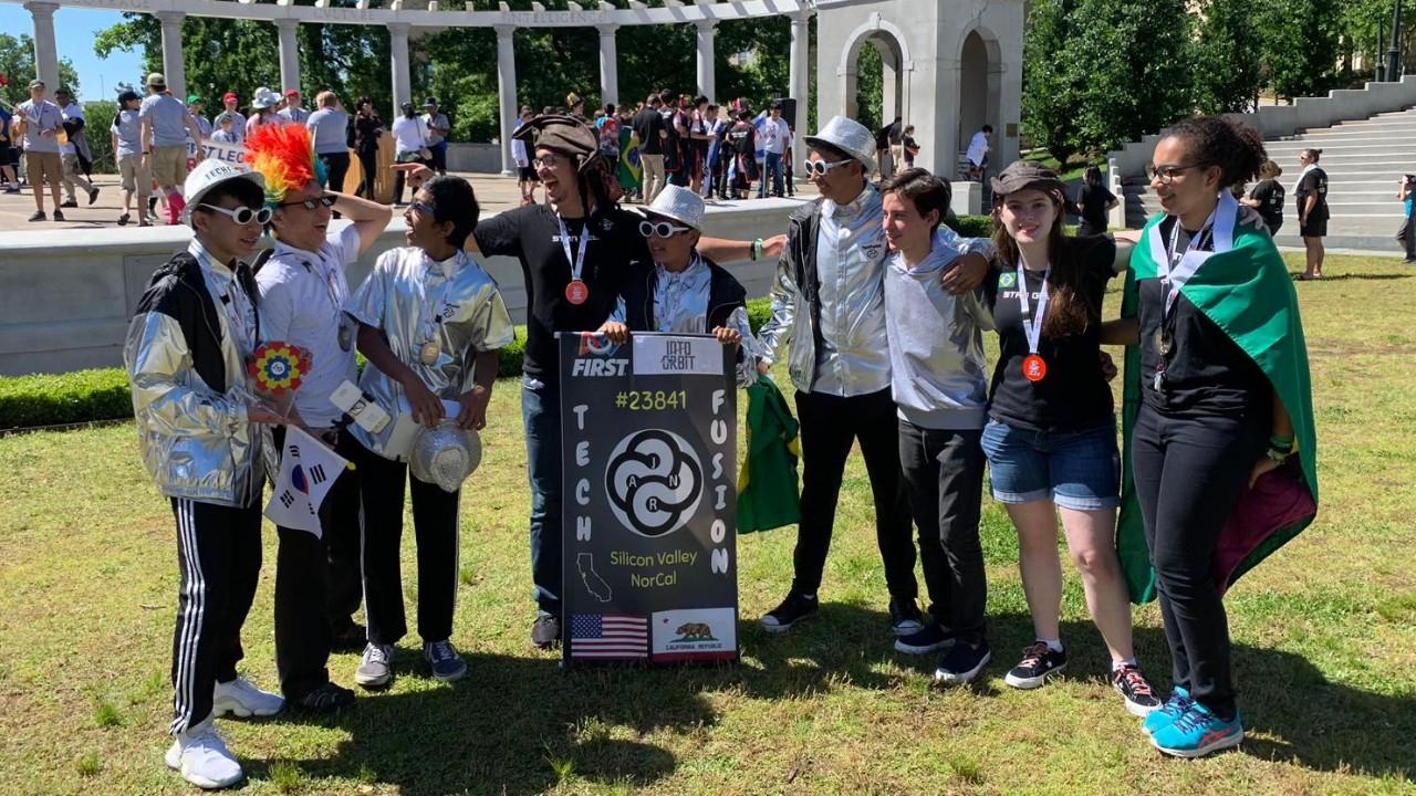 Equipes de robótica de SP e RJ vencem prêmios no Torneio de Robótica de Arkansas, nos Estados Unidos