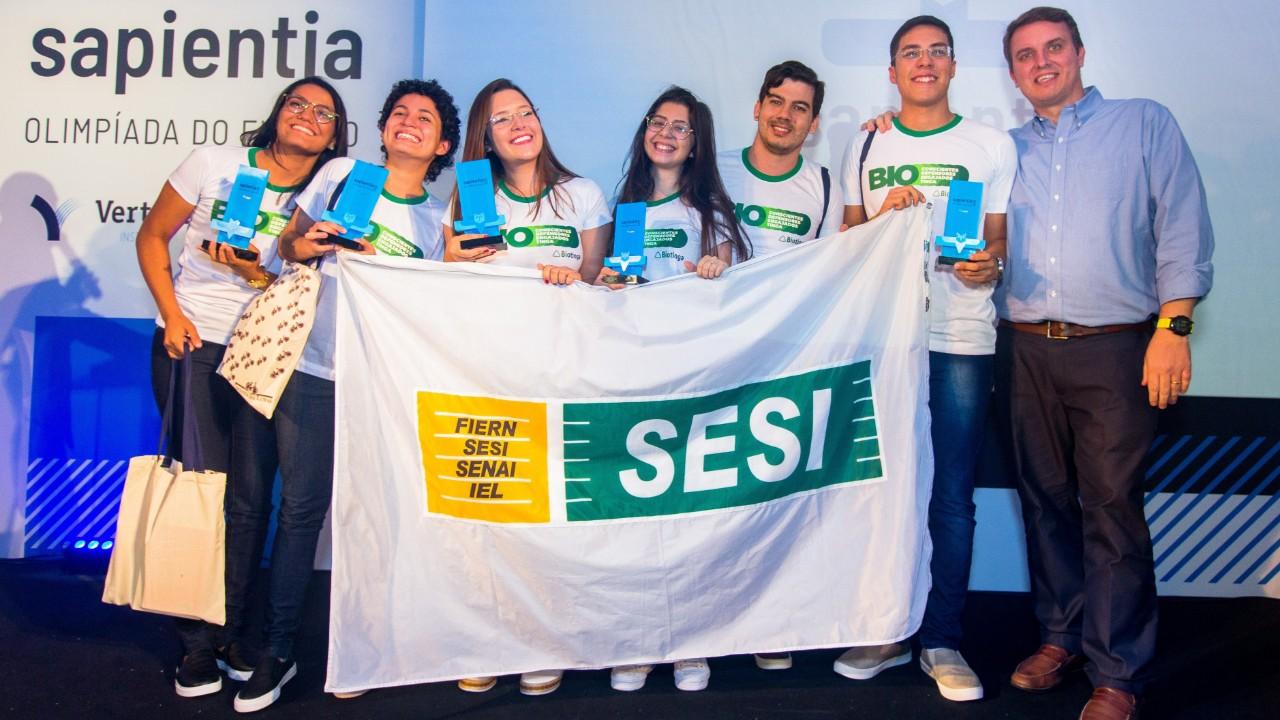 Canudo biodegradável de alunos do SESI leva medalha de ouro na Olimpíada do Futuro