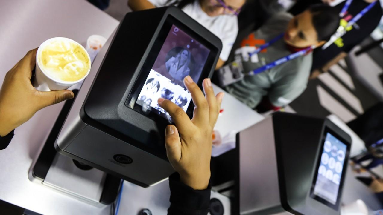 Impressora 3D que personaliza café faz sucesso na Olimpíada do Conhecimento