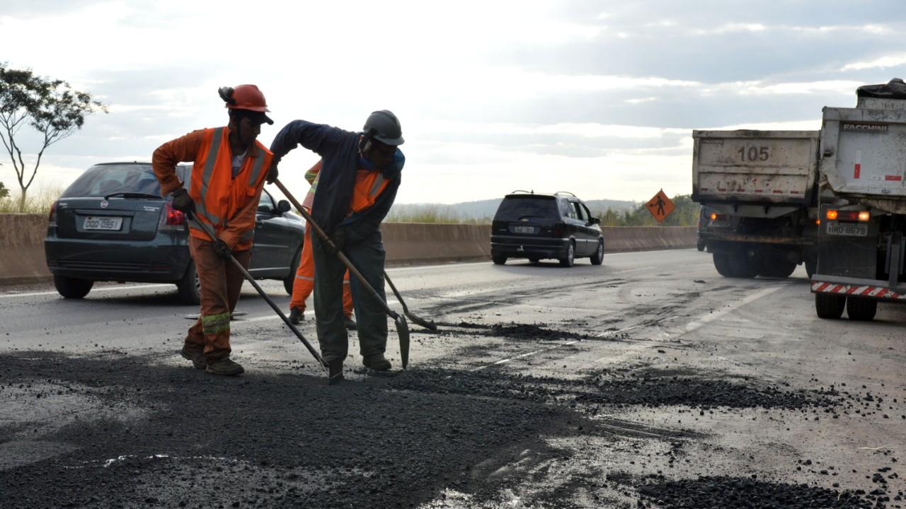 Brasil desperdiça dinheiro público com  517 obras de infraestrutura paralisadas