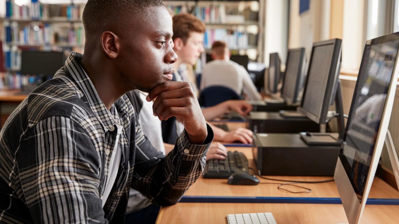 Escolas do SESI fazem simulado on-line para preparar alunos para o Enem digital
