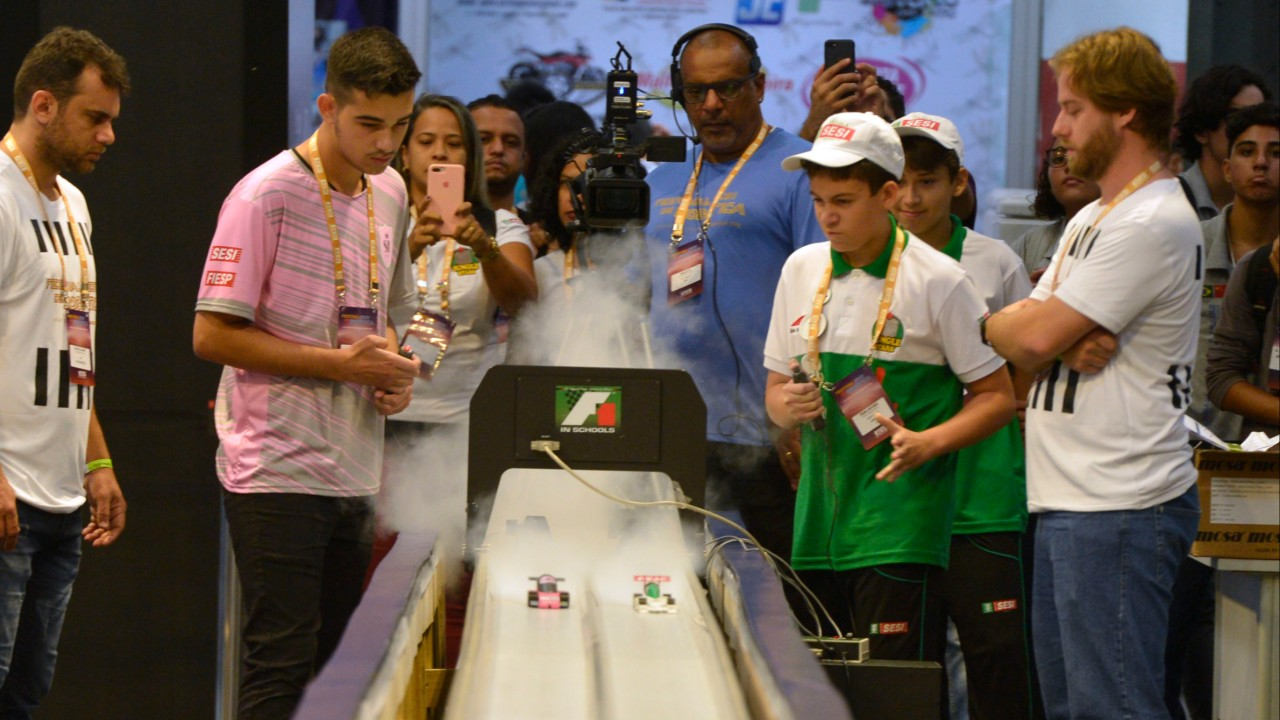 Robótica: equipes SESI de F1 se preparam para torneio nacional