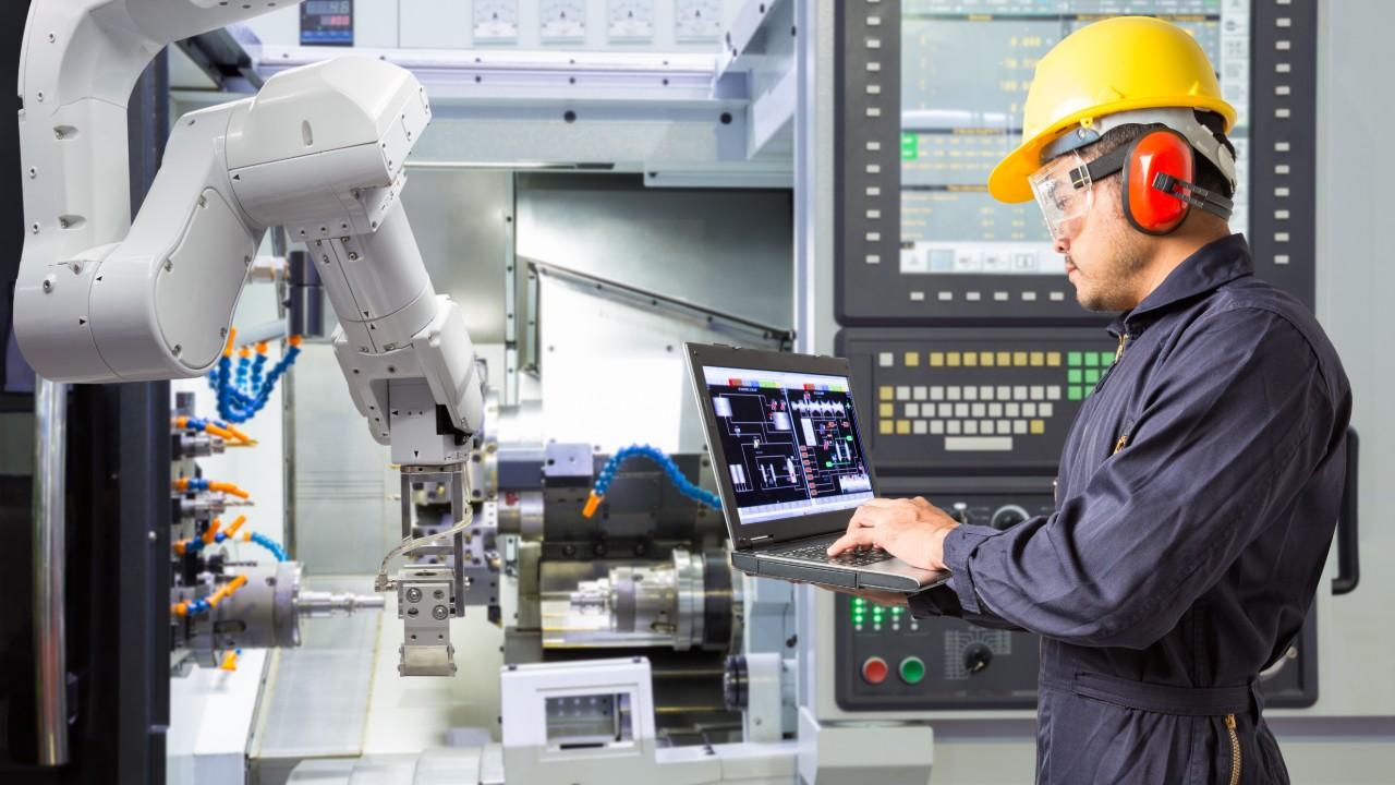 Brasil precisa de política industrial que promova mudança estrutural e ganho de produtividade, diz CNI