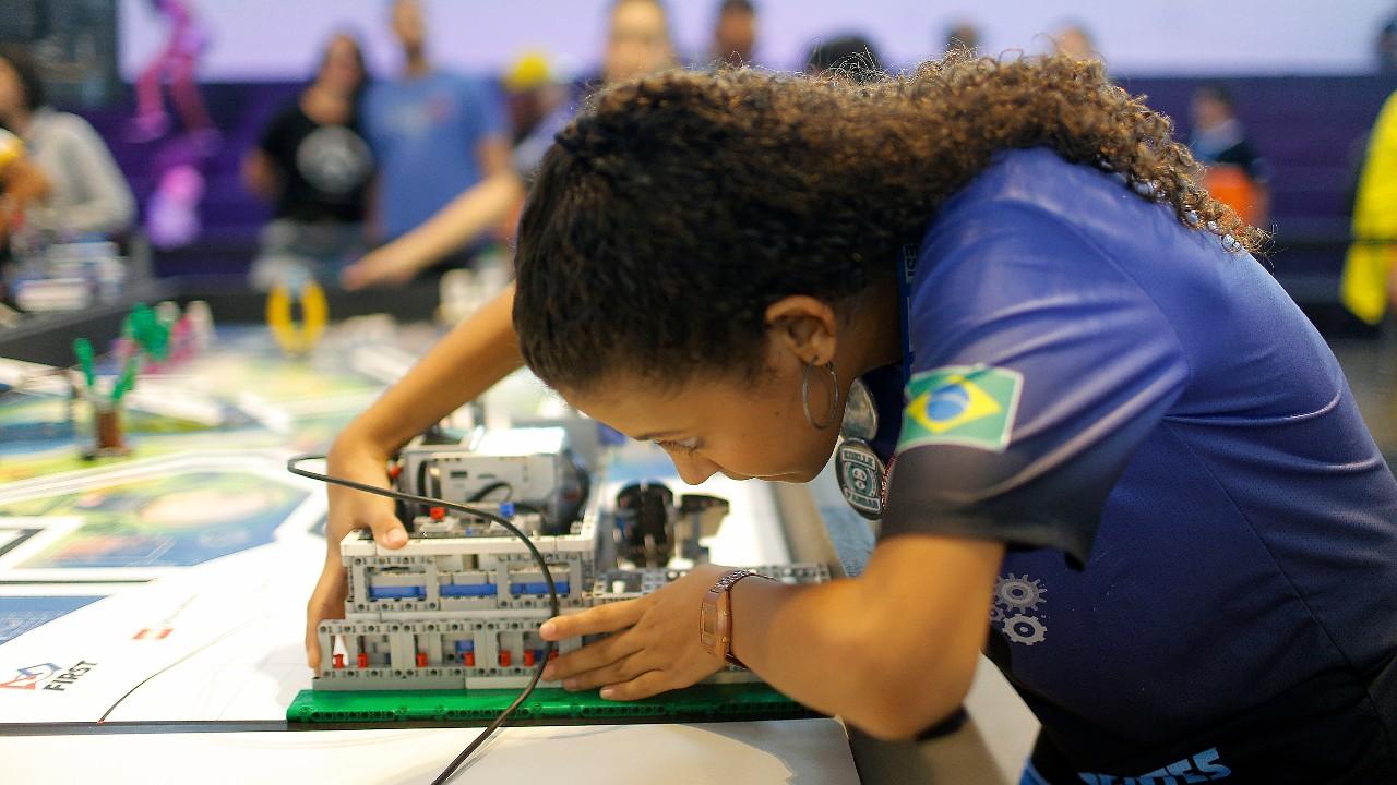 Reta final: equipes competem pelas últimas vagas para o Festival SESI de Robótica