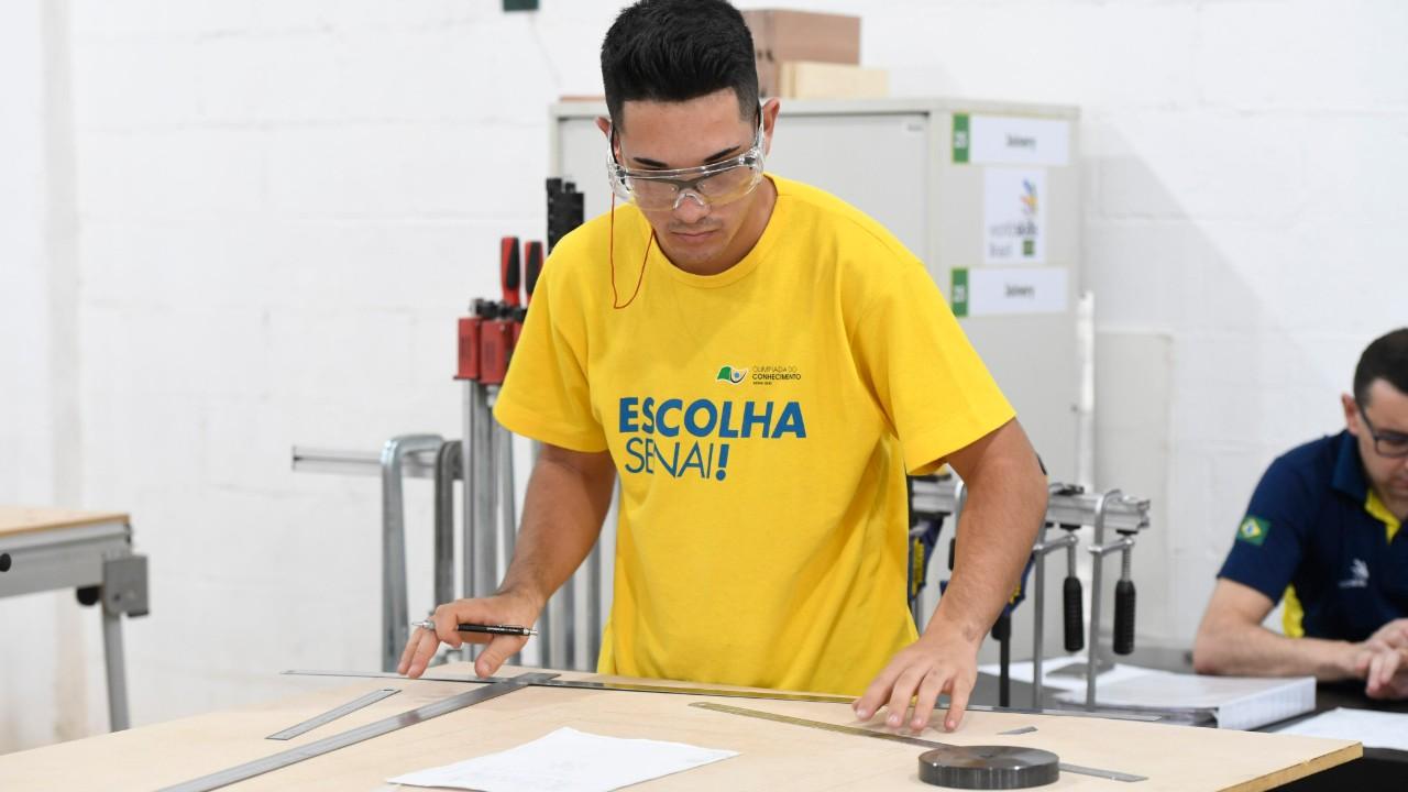 """É fazendo os """"trem certim"""" que o mineiro Marcos Aurélio quer conquistar o ouro na WorldSkills"""