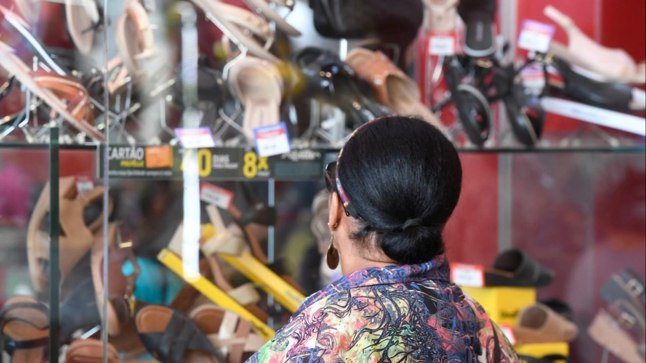 Inflação e desemprego minam confiança do consumidor em 2020