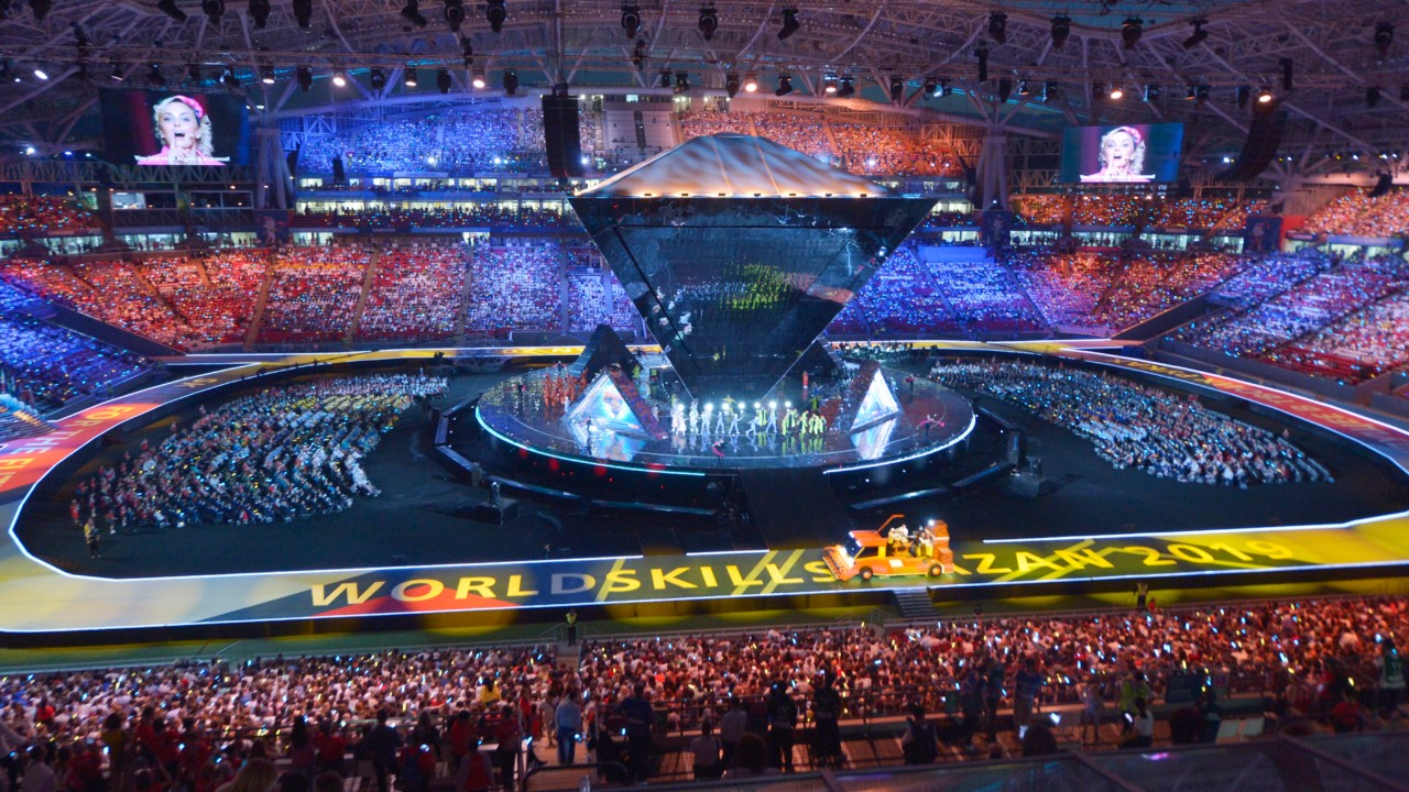 Espetáculo de luzes com alta tecnologia marca abertura da olimpíada de profissões técnicas na Rússia