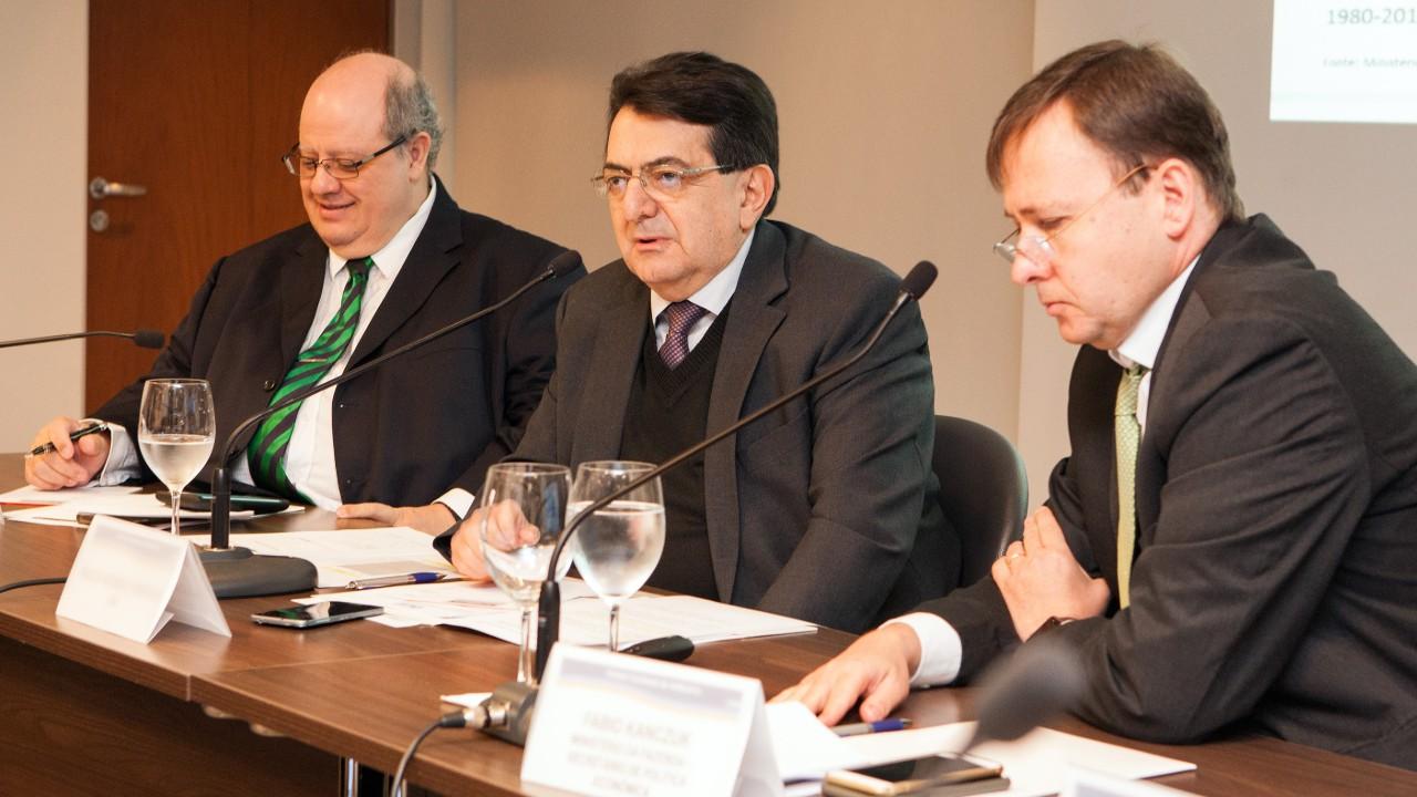 Brasil pode crescer 4% ao ano se fizer reformas estruturais, diz secretário de Política Econômica