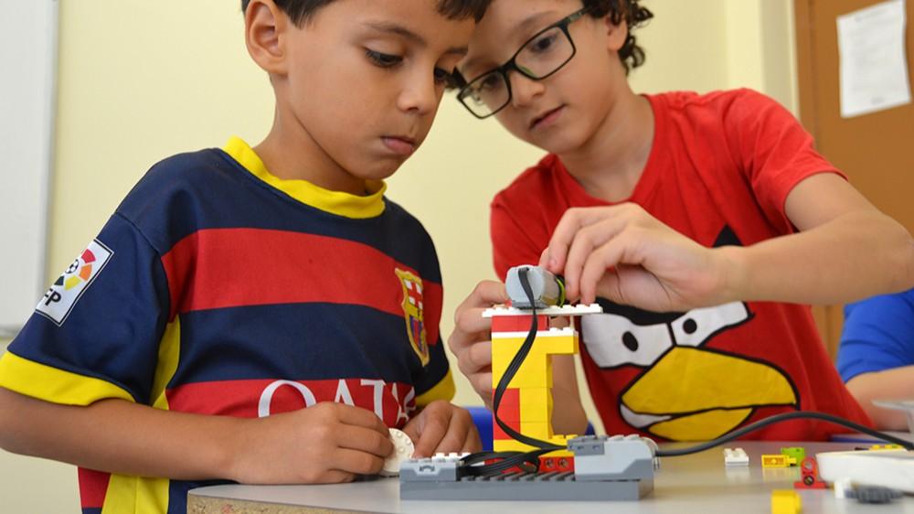 O que seu filho vai fazer depois da aula? Escolas do SESI abrem Clube de Robótica