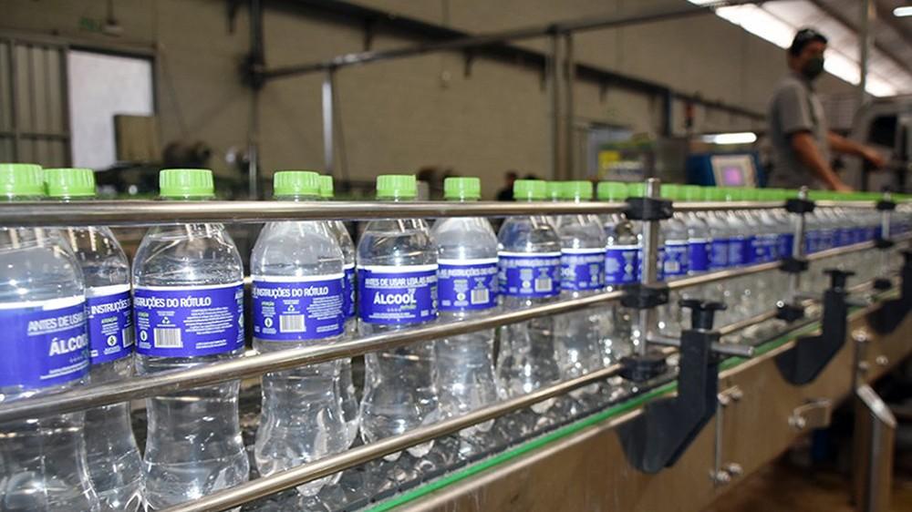 SESI distribui 18,2 mil litros de álcool para rede de saúde de 17 municípios do Mato Grosso do Sul