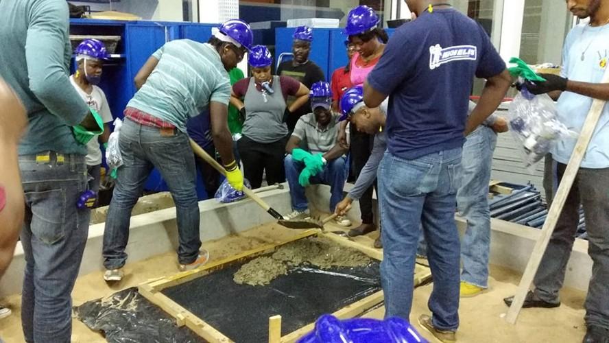 SENAI qualifica imigrantes haitianos na área de construção civil