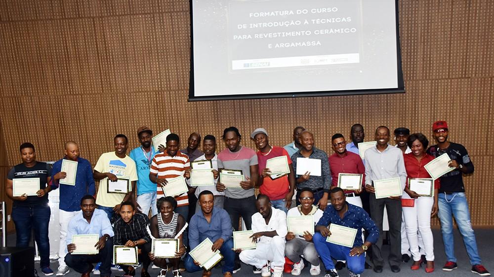 Com diploma do SENAI, haitianos esperam inserção no mercado de trabalho