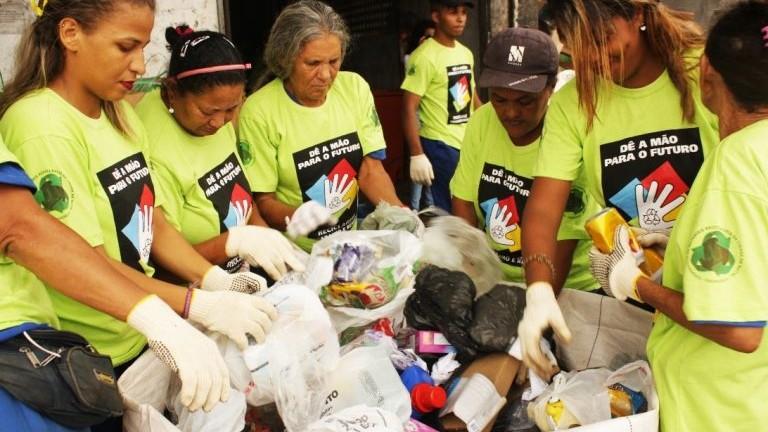 Indústria cria programa para ajudar catadores de materiais recicláveis