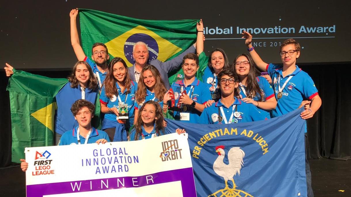 Estudantes brasileiros ganham prêmio mundial de inovação com projeto para mulheres