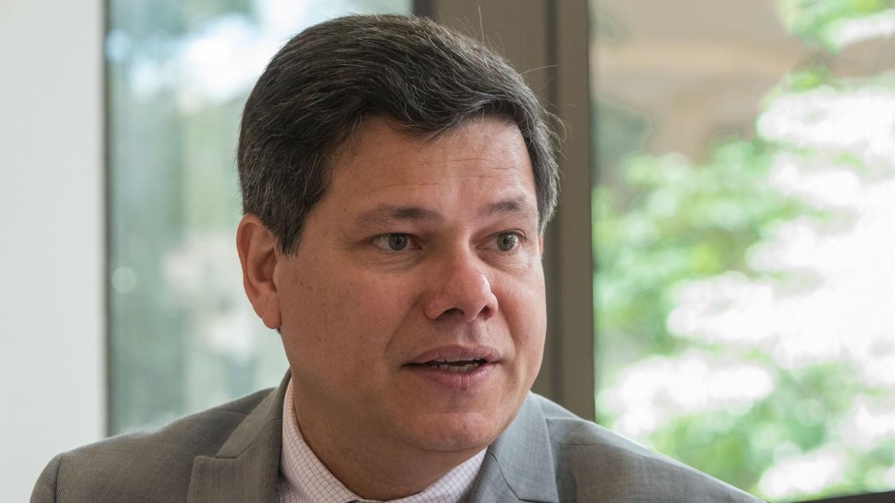 Revisão do marco regulatório pode atrair investidores para o setor de gás natural, diz professor da UFRJ