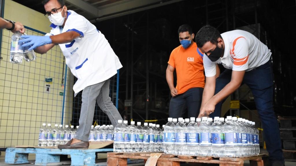 SENAI de Alagoas doa 600 litros de álcool para o governo e instituições de caridade