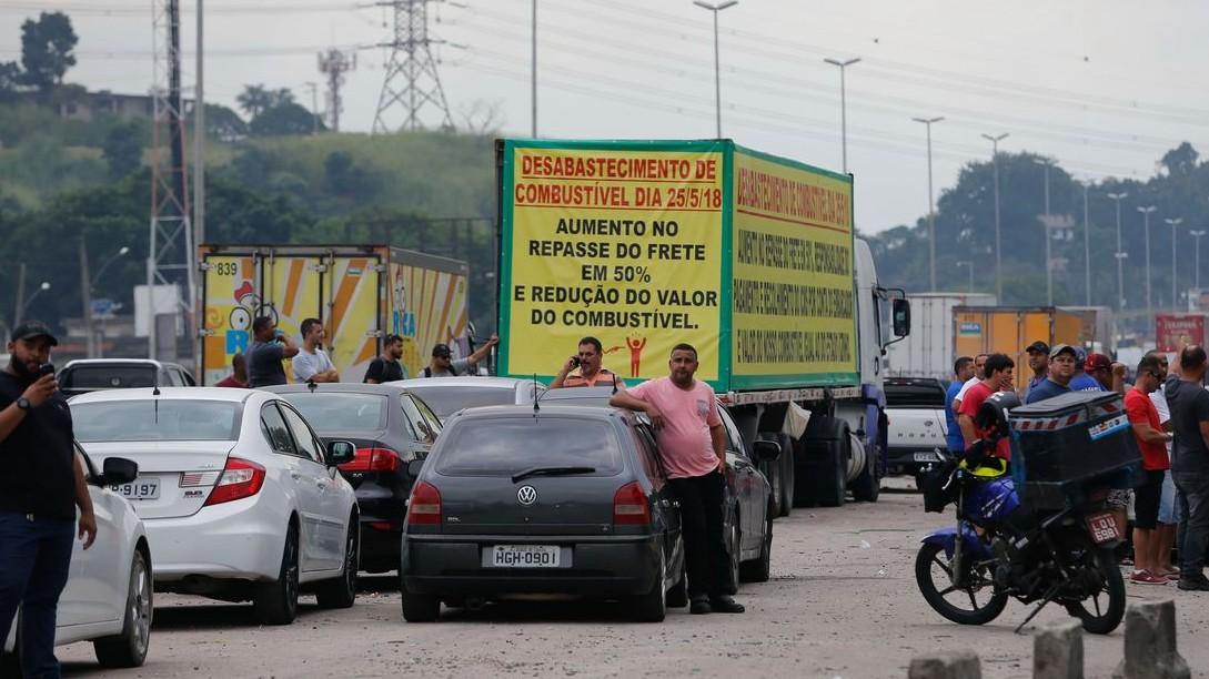 Greve dos caminhoneiros atrapalha recuperação da economia, avalia CNI