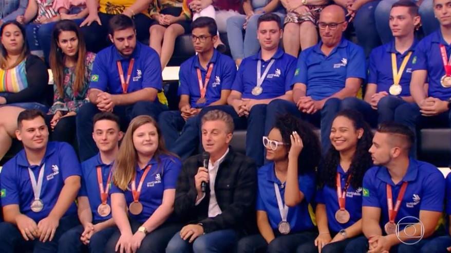 Você viu? Medalhistas brasileiros da WorldSkills participaram do Caldeirão do Huck