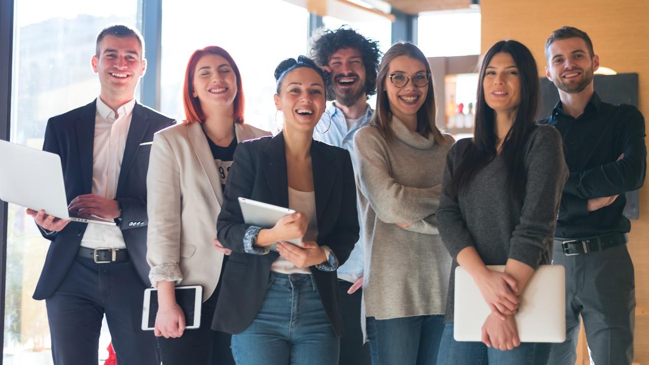 Em busca de emprego! IEL abre 1,8 mil vagas de estágio pelo Brasil