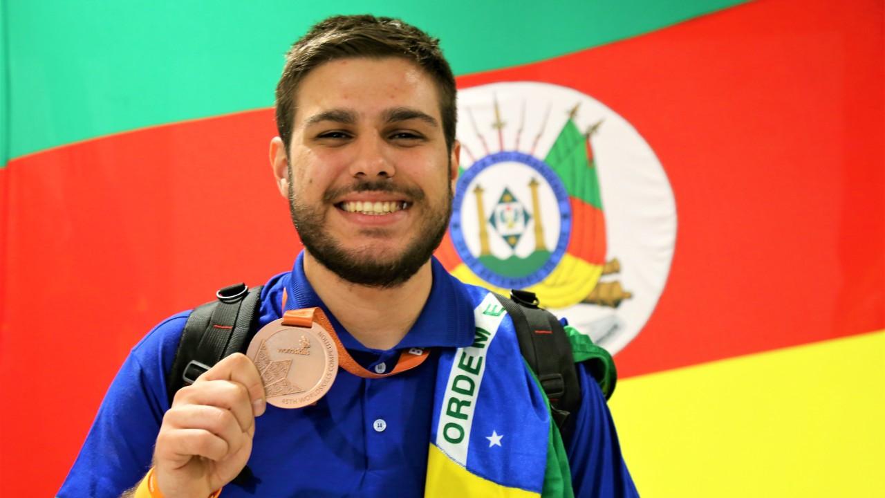 Aluno do SENAI do RS volta com bronze do mundial de profissões