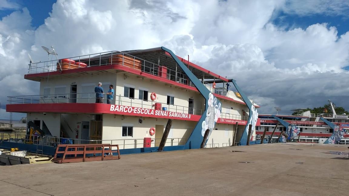 SENAI certifica profissionais que estudaram no barco-escola Samaúma II, em Macapá