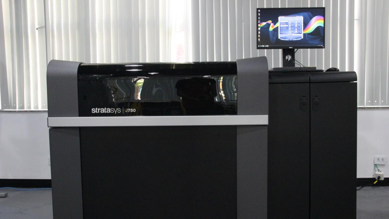 Setor têxtil brasileiro ganha a primeira impressora 3D multimateriais