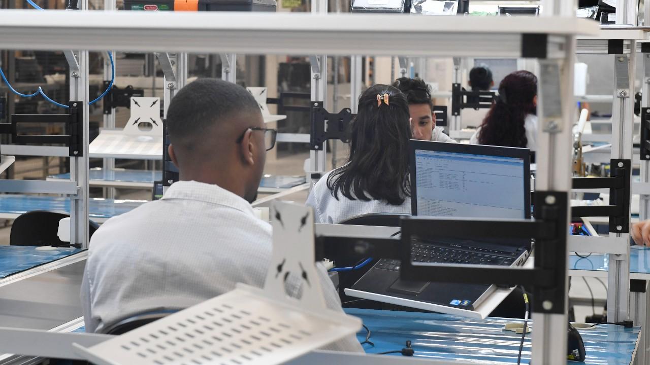 No Brasil, só 9% dos formandos do ensino médio recebem formação profissional