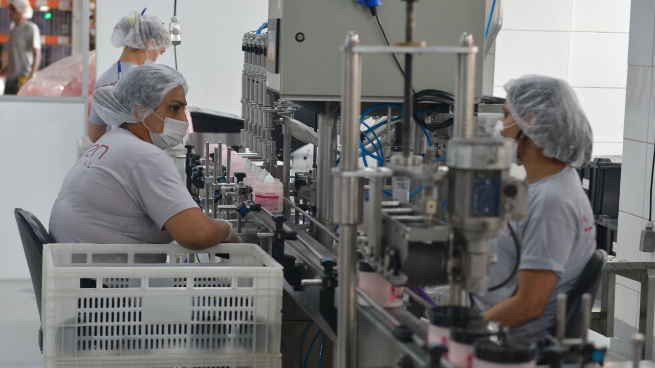Confiança do empresário industrial fica estável em outubro