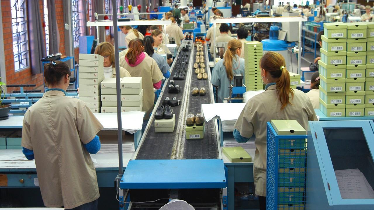 Produção industrial fraca reduz otimismo dos empresários pelo terceiro mês consecutivo