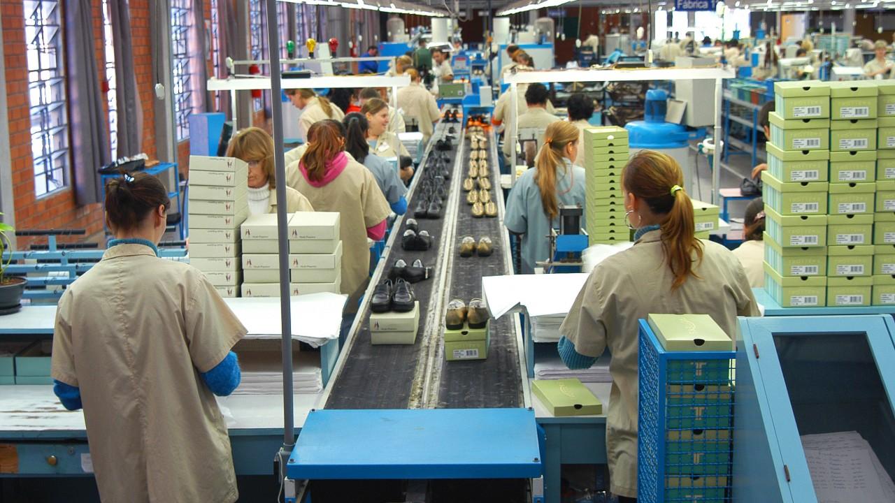 Diminui a intenção de investimento na indústria, informa pesquisa da CNI
