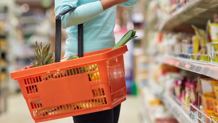 Confiança do consumidor cai pelo segundo mês consecutivo, informa CNI