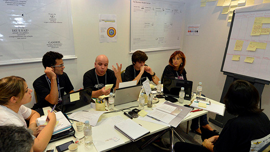 Competidores contam com a ajuda do público para desenvolver ideias no Grand Prix SENAI de Inovação