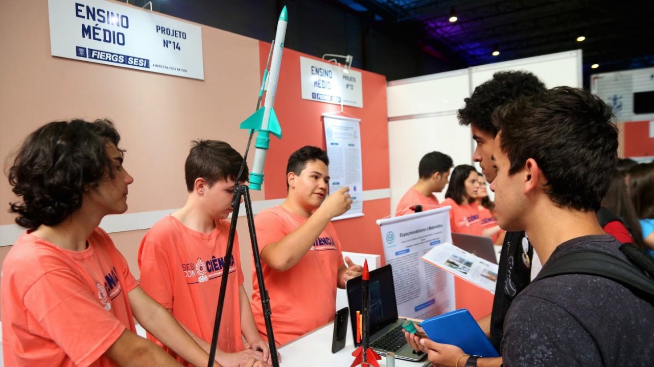 VÍDEO: Minuto da Indústria mostra que a inovação na educação vai além do uso de tecnologias