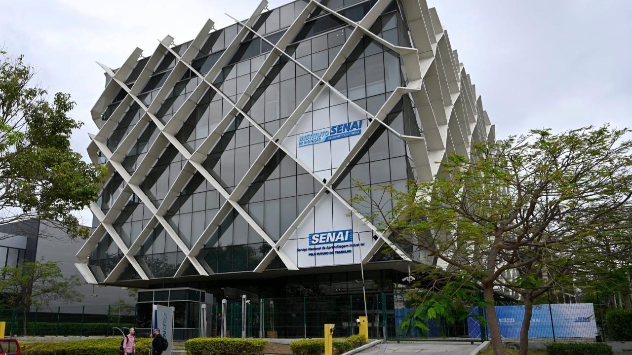 Instituto SENAI de Inovação em Biossintéticos assina credenciamento com Embrapii