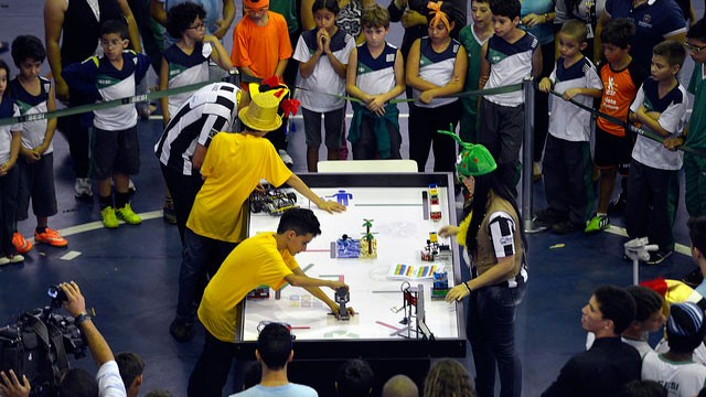 Estudantes se preparam para as etapas regionais do Torneio de Robótica