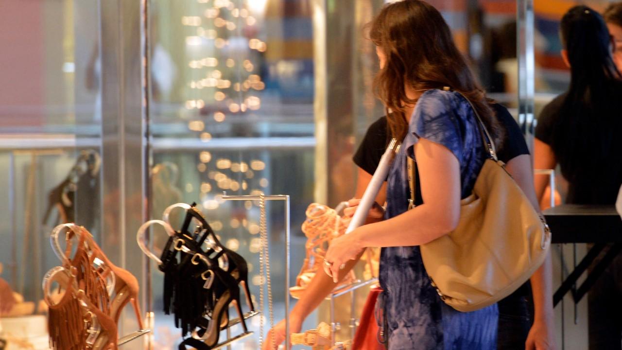 Confiança do consumidor brasileiro segue baixa no quarto trimestre de 2020