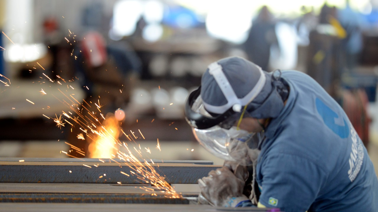 Faturamento da indústria sobe em dezembro e emprego segue em recuperação, mostra CNI