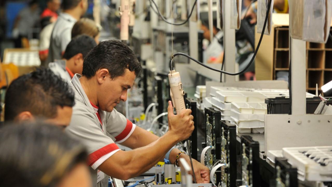 Disposição para investir na indústria é a maior em 6 anos, diz pesquisa da CNI
