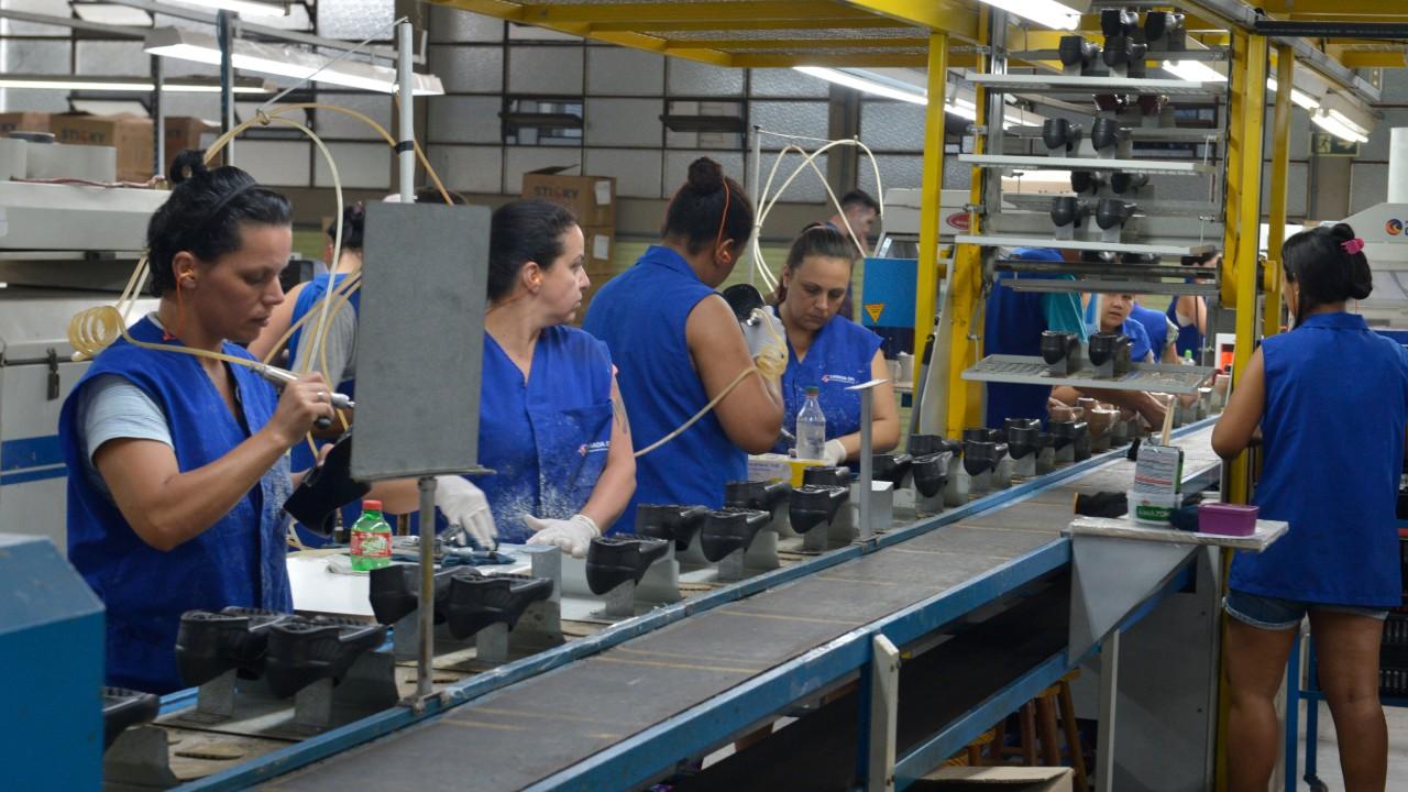 Atividade industrial de setembro está acima do usual para o mês