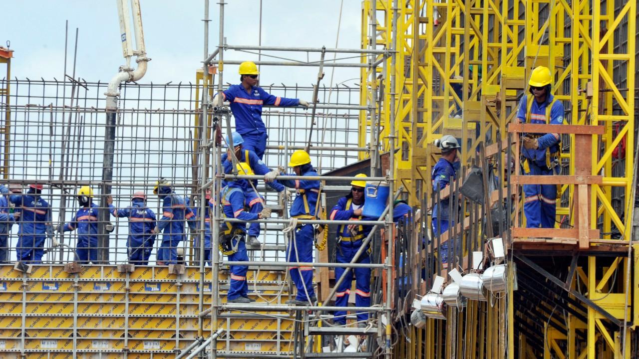 Alta na atividade da construção civil impulsiona criação de empregos