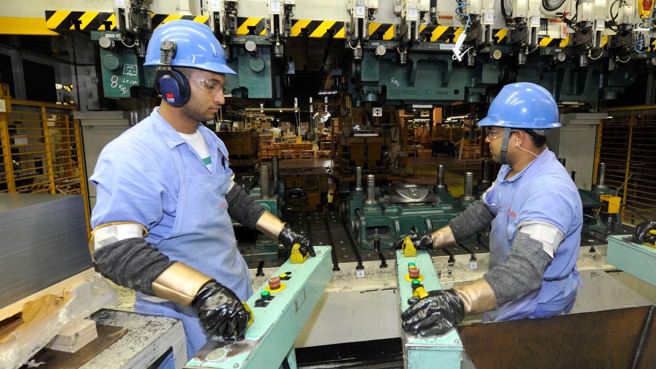 Economia e indústria terão crescimento comprometido por segunda onda de Covid em 2021