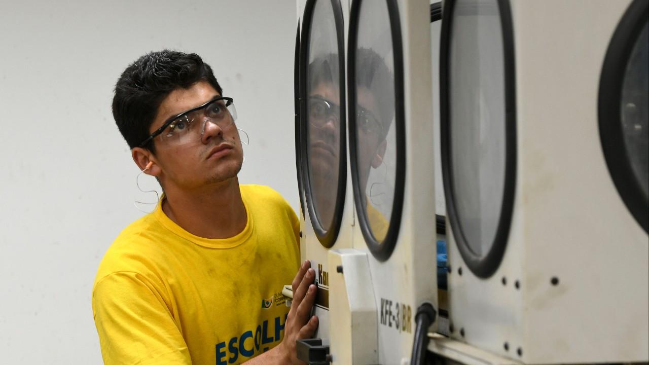 Jovens que vão disputar mundial de profissões técnicas, a WorldSkills, iniciam treinos