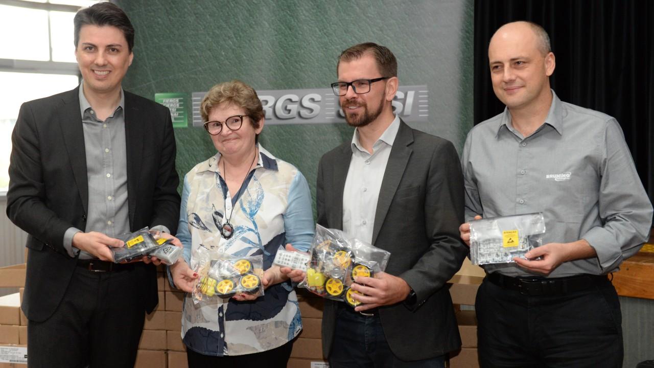 SESI entrega kits de robótica para escolas públicas do RS