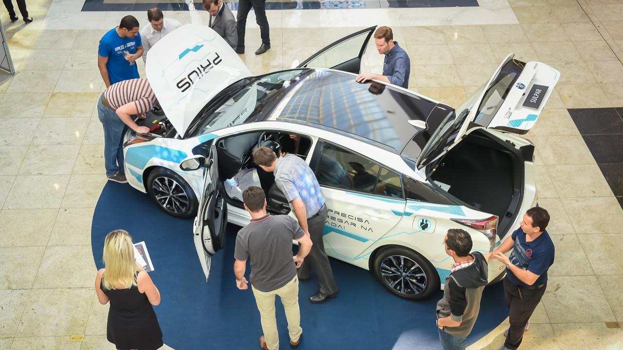 Dia do Automóvel: carros elétricos impulsionam novas profissões e tecnologias