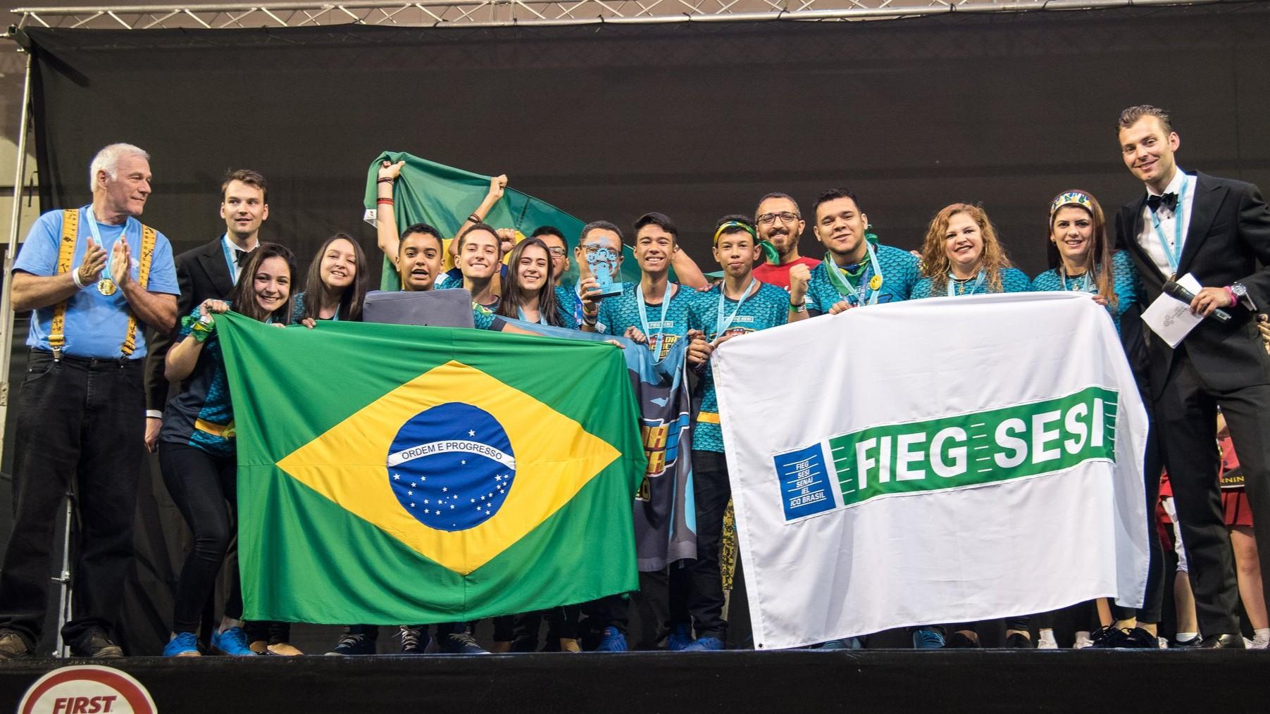 Brasileiros conquistam 2º lugar em torneio de robótica na Europa