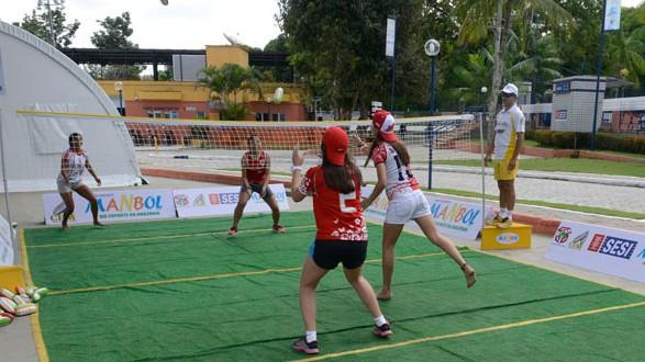 Manbol desperta a curiosidade de atletas no SESI Ananindeua